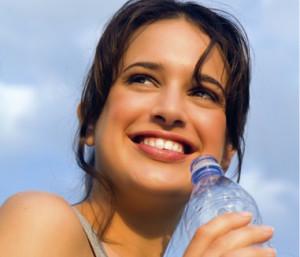 nước ngọt có gas gay mòn răng