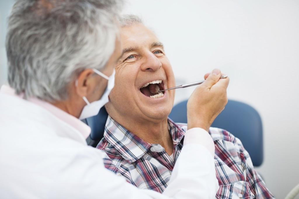 Bảo vệ răng miệng cho người già như thế nào? 1