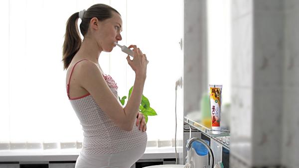Tẩy trắng răng khi mang thai có được không