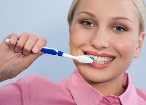 Chảy máu chân răng buổi sáng là hiện tượng bệnh gì? 3