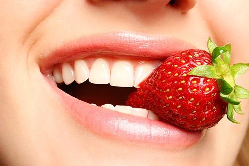 Thực hiện tẩy trắng răng có ảnh hưởng gì không khi mới 16 tuổi2