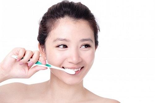 Thực hiện tẩy trắng răng có ảnh hưởng gì không khi mới 16 tuổi3