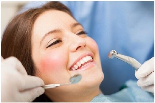 Làm răng sứ có đau không? Chia sẻ từ khách hàng-3