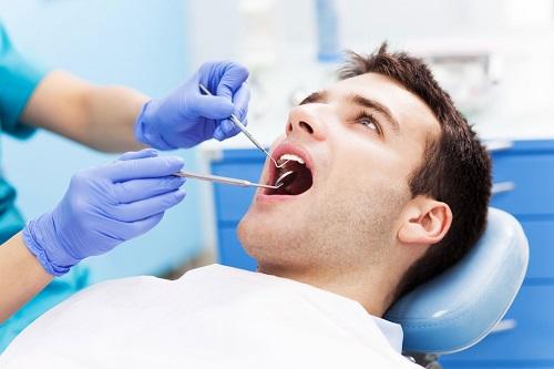 Trường hợp lắp răng sứ bị sưng lợi khắc phục ra sao?-2