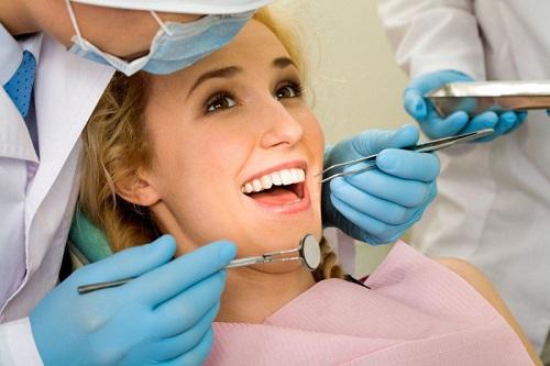 Trồng răng sứ có bị hôi miệng không? Tư vấn-3