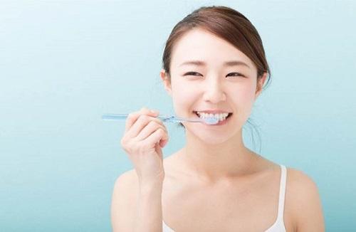 Trồng răng sứ có bị hôi miệng không? Tư vấn-4