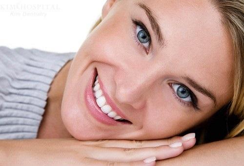 Trồng răng sứ dùng được bao lâu? Nhờ bác sĩ tư vấn-1