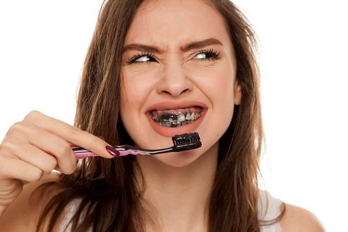 Tẩy trắng răng bằng than hoạt tính - Xu hướng 2019 2