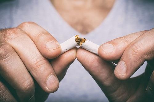 Tẩy trắng răng hút thuốc có sao không? Nha khoa tư vấn 1